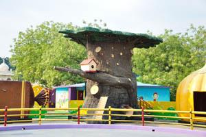 Вандервилль (Земля игрушек): это дерево имеет горку внутри