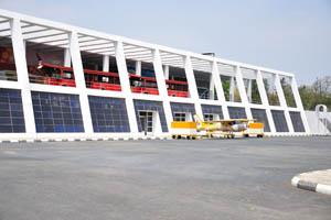 Экскурсионные автобусы на втором этаже аэропорта