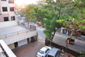 Отель Mandakini Jaya International, место парковки