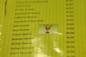 'Синяя страсть' и 'Титаник спешл' в кафе мороженого возле Чарминара