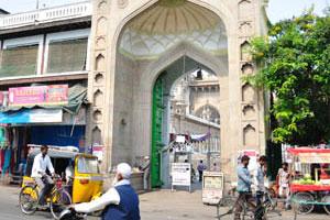 Входная арка в мечеть Мекка Масджид