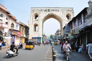 Серия из арок возле Чарминара