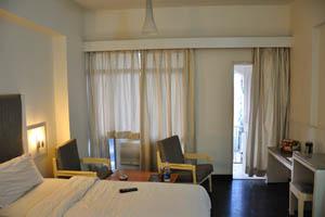 Отель Mandakini Jaya International, прекрасная комната с балконом
