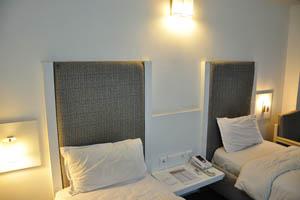 Отель Mandakini Jaya International, две кровати в двойном номере