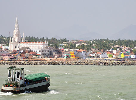 Ferry on its way from Vivekananda Rock Memorial to Kanyakumari