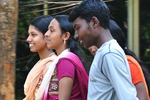 Индийские подростки полны радости