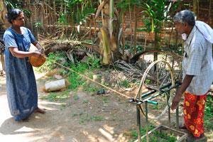 Вы можете научиться ремеслу накручивания верёвки из кокосового волокна