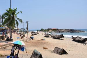 Начало аллеи пляжа Ковалам
