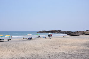 В марте на пляже много свободного места