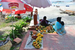 Ананасы и бананы на продажу