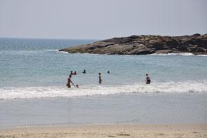Море пляжа Ковалам