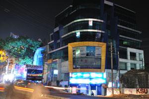 Современное здание возле Большого базара