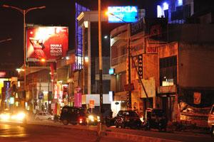 Реклама фирм «Нокиа», «Сони» и «Самсунг»