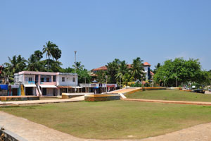 Площадь перед отелем «Самудра»