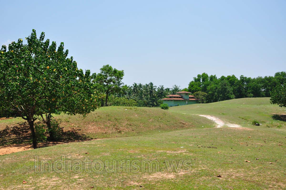 Расположено в 8 км от города Тируванантапурам