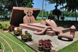 Самая любопытная особенность парка это его массивные скульптуры популярного скульптора Канаи Кунджирамана
