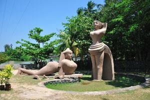 Красивые скульптуры женщин