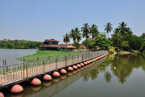 Романтический плавающий мост