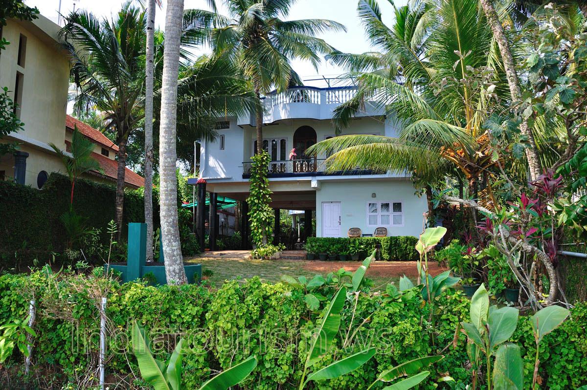Private house and garden varkala kerala india for Garden house in india