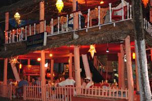 Пляжный ресторан «Тхирам» ночью