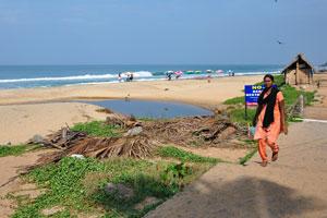 Ручеек в начале пляжа Варкала