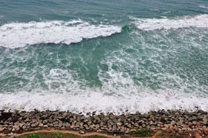 Белоснежная пена морских волн