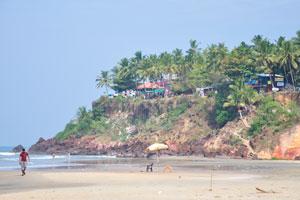 Медицинские исследования аюрведы в Индии. Кресло наблюдателя за пляжем Варкалы