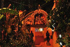 Вход в 2000-летний храм «Джанардана Свами»