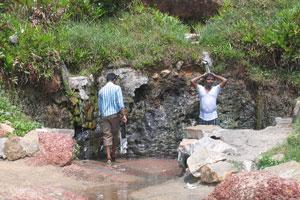 Индусы любят принимать душ в этом месте