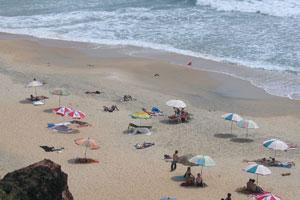 Зонты на пляже Варкалы