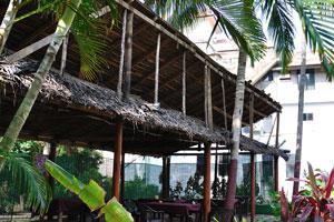 Деревянные строения ресторана «Мама Чомпос»