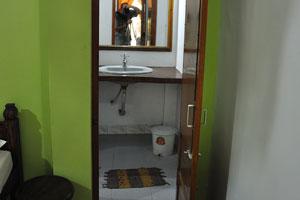 Зеркало душевой комнаты в двухместном номере. Дом отдыха «Эдемский сад»