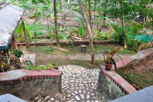 Вид с крыльца коттеджа на склоне холма - дом отдыха «Эдемский сад»