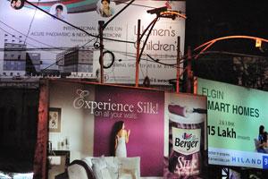 Ночная реклама Калькутты