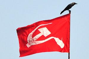Коммунистические символы: серп и молот на красном флаге