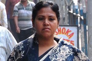 Индийская женщина в красивом сари
