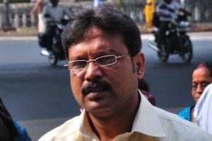 Индийский мужчина в рубашке