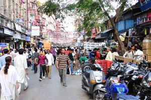Рынок Чандни Чоук переполнен людьми