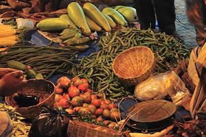 Продажа овощей на улице в ночное время
