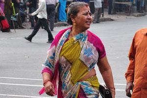 Индийская женщина с большим кошельком