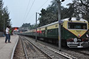 Поезд прибыл на железнодорожную станцию Принсеп Гхат