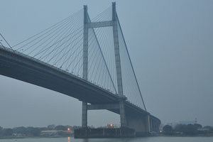 Мост Видьясагар Сету в вечернее время