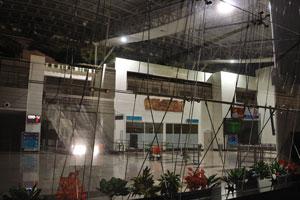 Вид на интерьер аэропорта г. Мадурай через окно