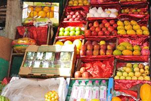Вкусные манго и дыни на Мэйн Базар в Нью-Дели