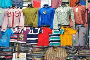 Мэйн Базар в Нью-Дели предлагает рубашки
