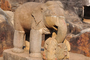 Слон из камней