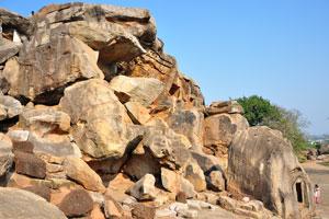 Пещеры в верхней части Удаягири