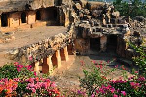 Джайнские пещеры Удаягири