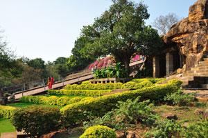 Комплекс Удаягири украшен искусным ландшафтным дизайном