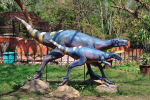 Яркие искусственные динозавры